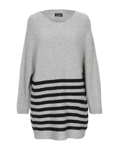 Купить Женский свитер  светло-серого цвета