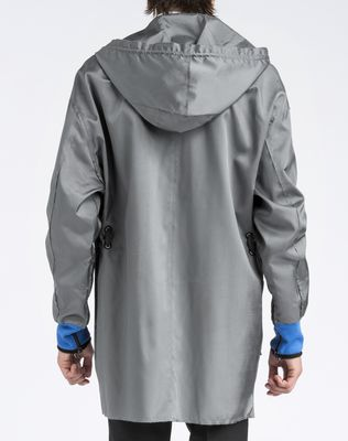 Parka with exterior drawstrings