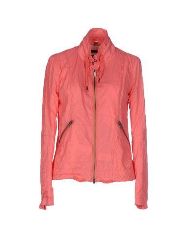 Фото - Женскую куртку  лососево-розового цвета