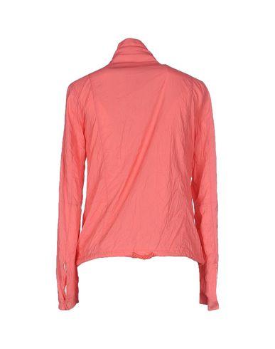 Фото 2 - Женскую куртку  лососево-розового цвета