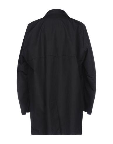 Фото 2 - Легкое пальто от BARACUTA черного цвета