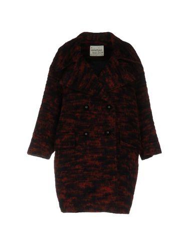 Фото - Женское пальто или плащ  кирпично-красного цвета