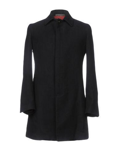 Легкое пальто от MAESTRAMI