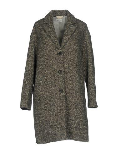 Пальто от HARTFORD