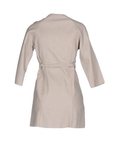 Фото 2 - Легкое пальто от STREET LEATHERS светло-серого цвета