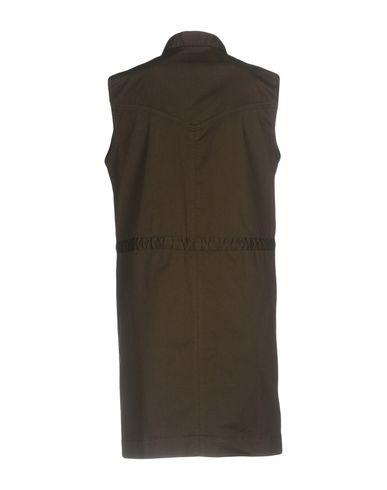 Фото 2 - Женское короткое платье  темно-зеленого цвета