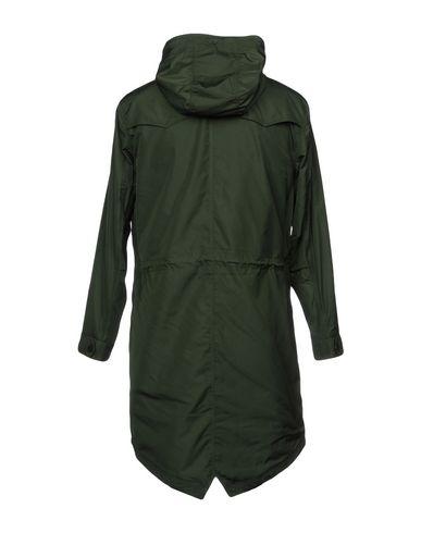 Фото 2 - Легкое пальто темно-зеленого цвета