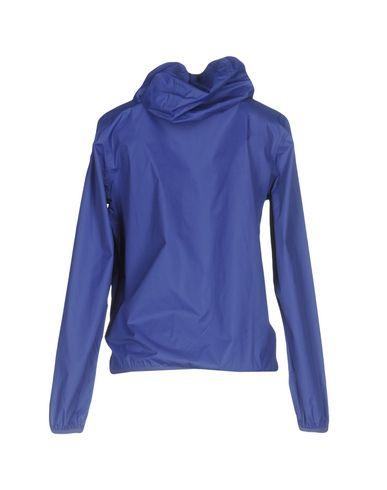 Фото 2 - Женскую куртку  темно-фиолетового цвета