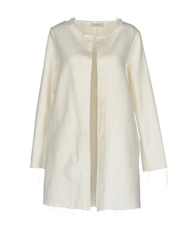Фото - Легкое пальто от ALPHA STUDIO белого цвета