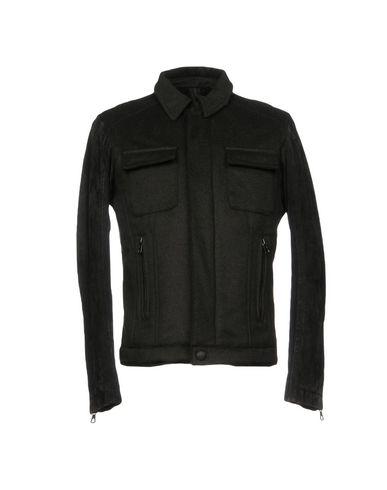 Фото - Мужскую куртку  темно-зеленого цвета