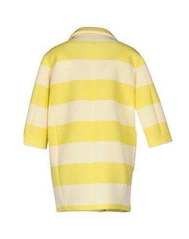 Фото 2 - Легкое пальто желтого цвета