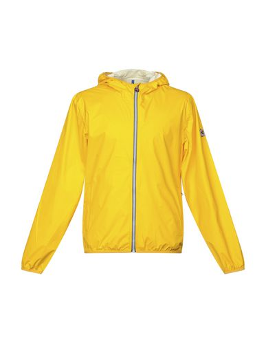 Фото - Мужскую куртку  желтого цвета
