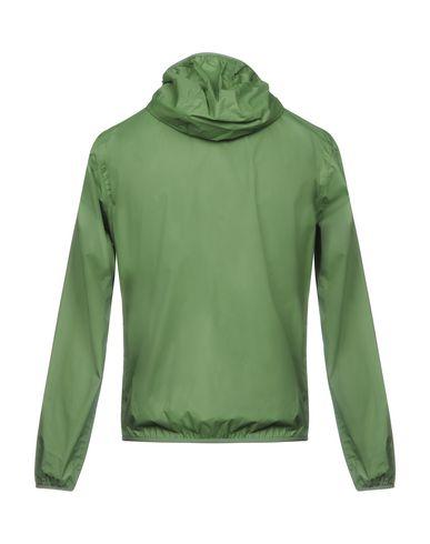 Фото 2 - Мужскую куртку  зеленого цвета