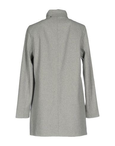 Фото 2 - Женское пальто или плащ  светло-серого цвета