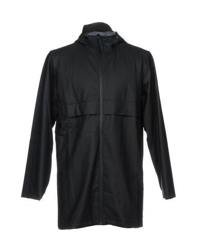 Фото - Легкое пальто от RAINS темно-синего цвета