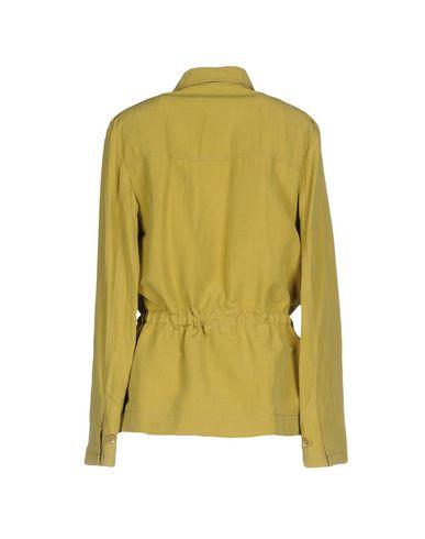 Фото 2 - Женскую куртку  кислотно-зеленого цвета