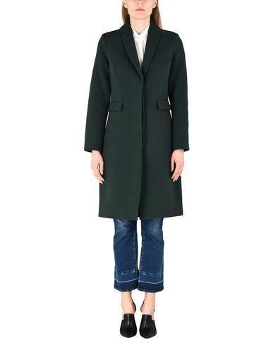 Фото 2 - Женское пальто или плащ  зеленого цвета