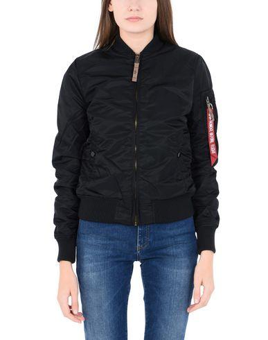 Фото 2 - Женскую куртку ALPHA INDUSTRIES INC. черного цвета