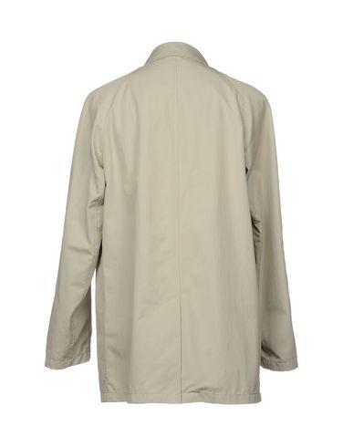 Фото 2 - Легкое пальто светло-серого цвета