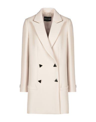 Фото - Женское пальто или плащ  бежевого цвета