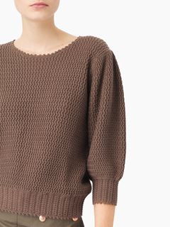 Mid-sleeve sweater