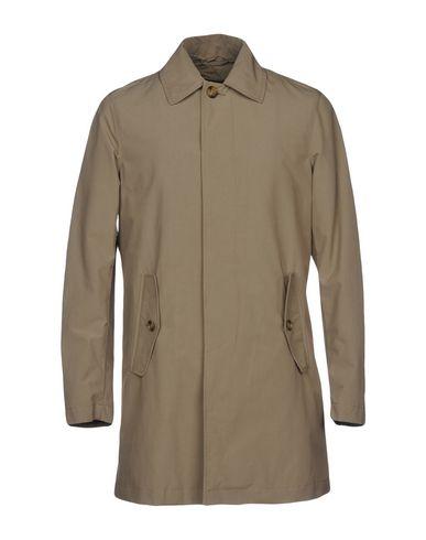 Легкое пальто от BARACUTA