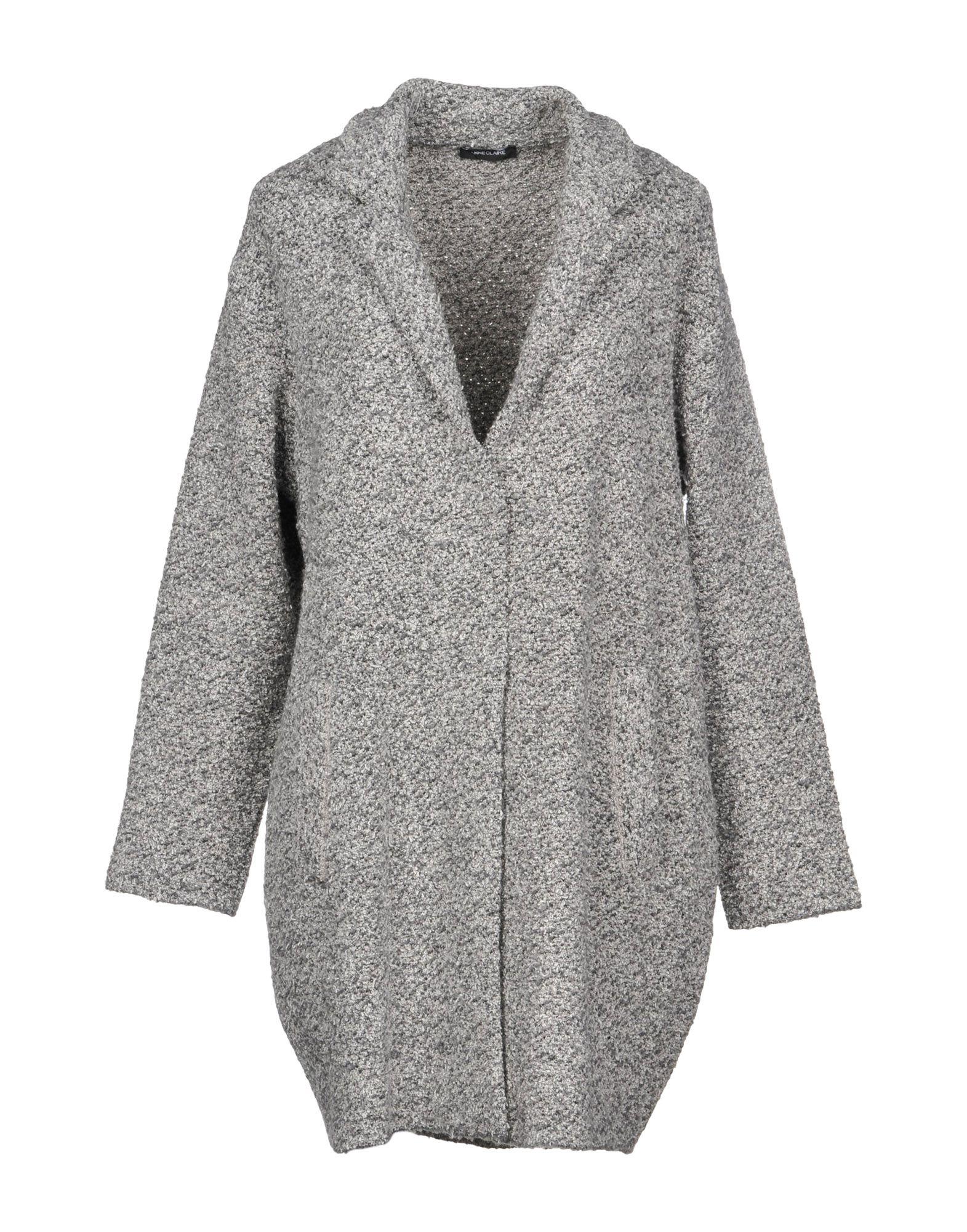 ANNECLAIRE Coat in Light Grey