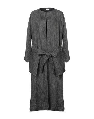 Легкое пальто от MASSCOB