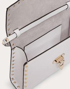 Kleine Crossbody Bag Rockstud aus Kalbsleder mit Elchleder-Prägung