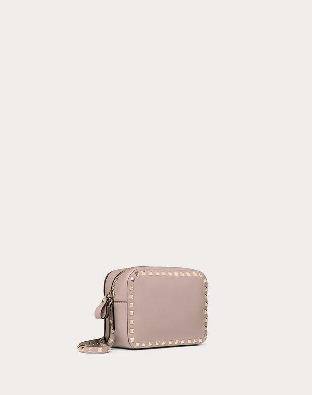 5532771596f3 Маленькая сумка на ремешке Rockstud из зернистой телячьей кожи