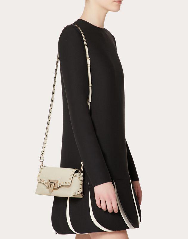Мини-сумка на ремешке Rockstud из зернистой телячьей кожи