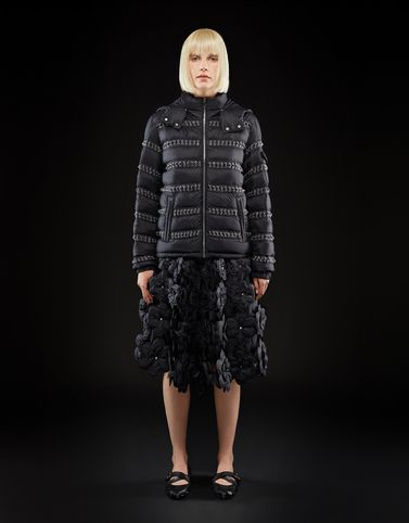 Moncler Kurze Daunenjacken Woman: BISMUTH