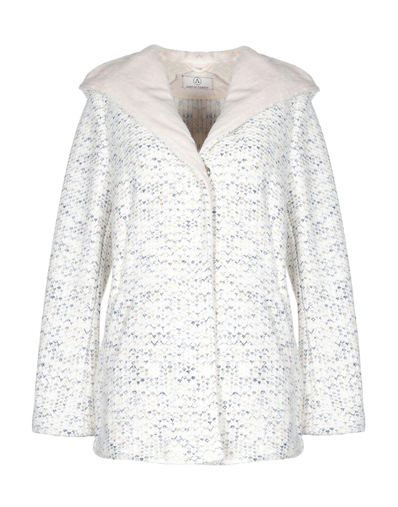купить LOST IN ALBION Пальто дешево