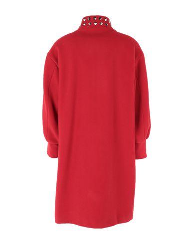 Фото 2 - Женское пальто или плащ  красного цвета