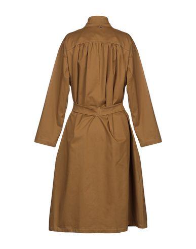 Фото 2 - Легкое пальто от SOUVENIR коричневого цвета