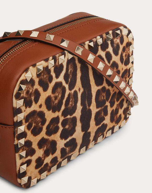 Маленькая сумка на ремешке Rockstud из парусины с леопардовым принтом