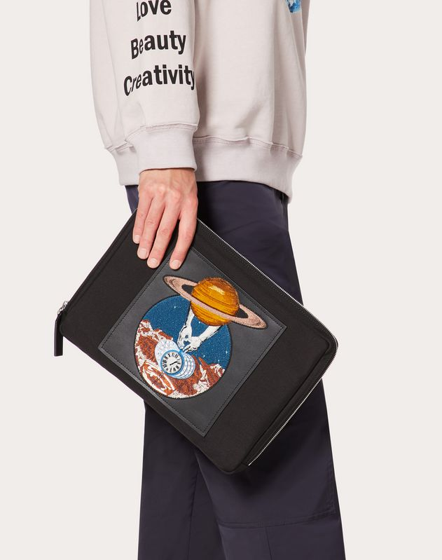 Clutch aus Nylon mit Planeten-Stickerei