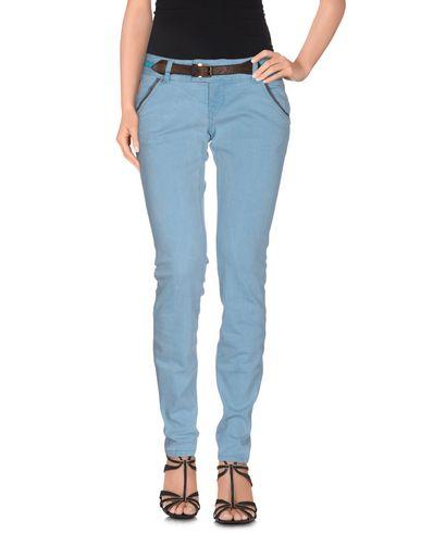 Фото - Джинсовые брюки небесно-голубого цвета