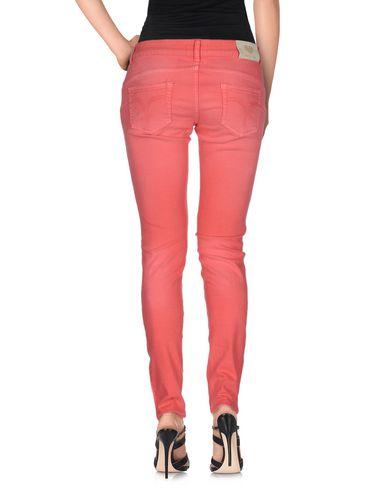 Фото 2 - Джинсовые брюки от TWINSET кораллового цвета
