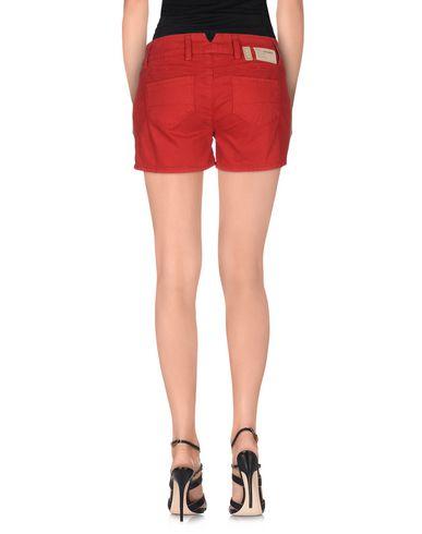 Фото 2 - Джинсовые шорты от 2W2M красного цвета