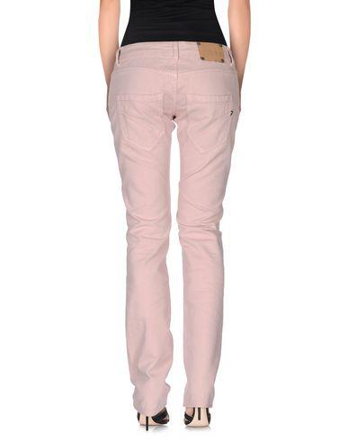 Фото 2 - Джинсовые брюки светло-розового цвета
