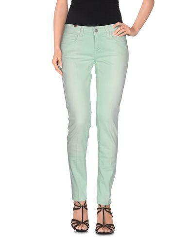 Фото - Джинсовые брюки светло-зеленого цвета