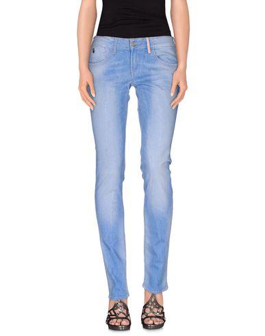 цена  LE TEMPS DES CERISES Джинсовые брюки  онлайн в 2017 году