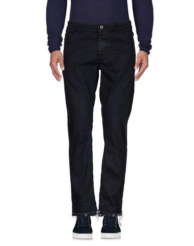Фото - Джинсовые брюки от GUNS DISARMED синего цвета