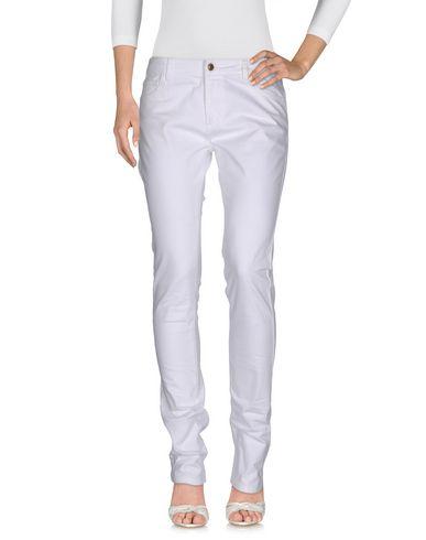 Джинсовые брюки BURBERRY 42567293NT