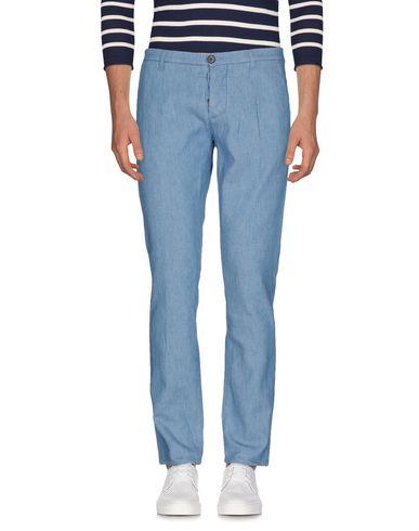 Фото - Джинсовые брюки от INDIVIDUAL синего цвета