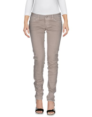 Фото - Джинсовые брюки от 2W2M серого цвета