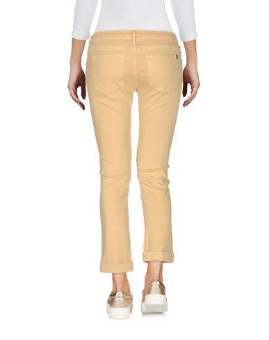 Фото 2 - Джинсовые брюки-капри от KAOS JEANS желтого цвета