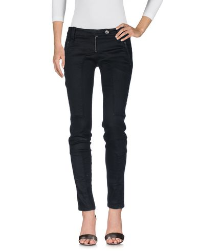 Фото - Джинсовые брюки от ERMANNO DI ERMANNO SCERVINO черного цвета