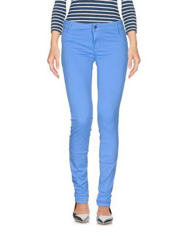 Фото - Джинсовые брюки лазурного цвета